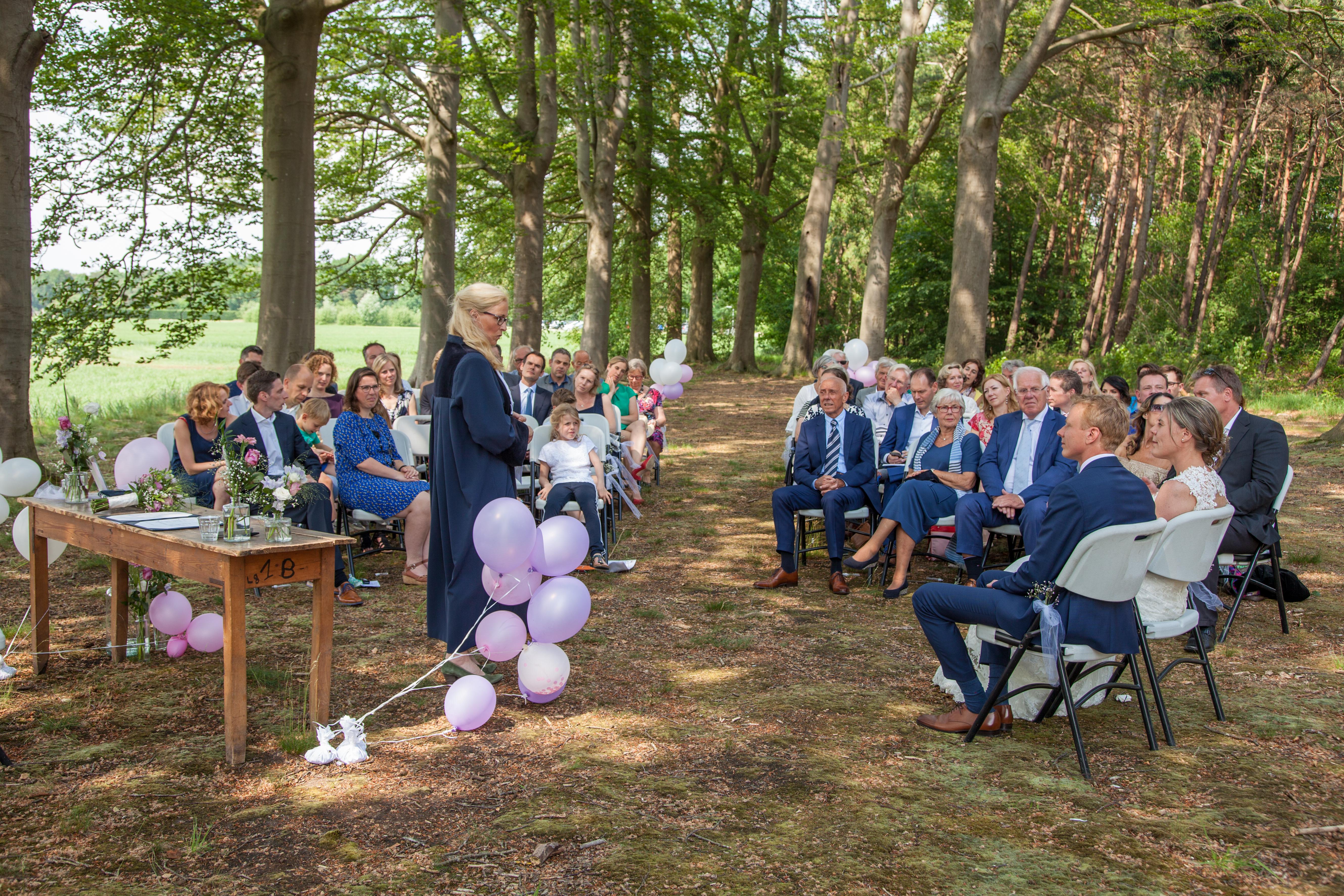 Buiten trouwen in de groene Kathedraal van Ulvenhart, Breda Zuid